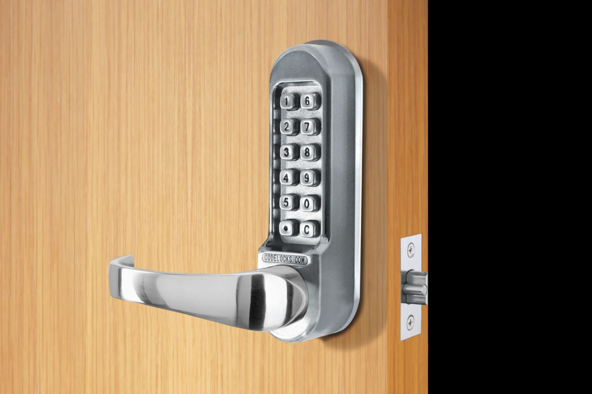 Selecting the Right Mechanical Digital Combination Lock for commercial buildings - Handy Guide